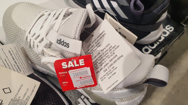 """Giày Nike, Adidas giảm giá 80%, dân tình vẫn lắc đầu """"nguây nguẩy"""" - 4"""