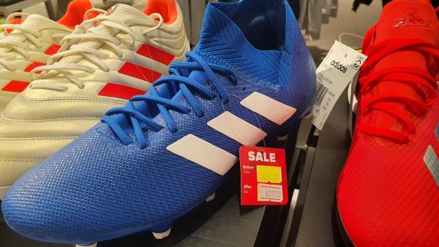 """Giày Nike, Adidas giảm giá 80%, dân tình vẫn lắc đầu """"nguây nguẩy"""" - 6"""