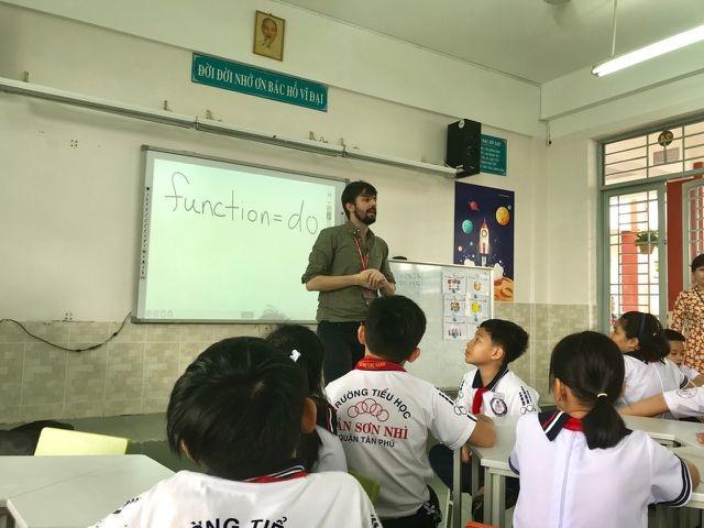 Cần 21 giáo viên tiếng Anh, tuyển được 1 rồi... nghỉ! - 4