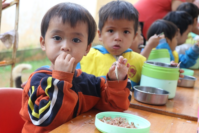 Xót xa bữa cơm với muối của học sinh vùng cao - 4