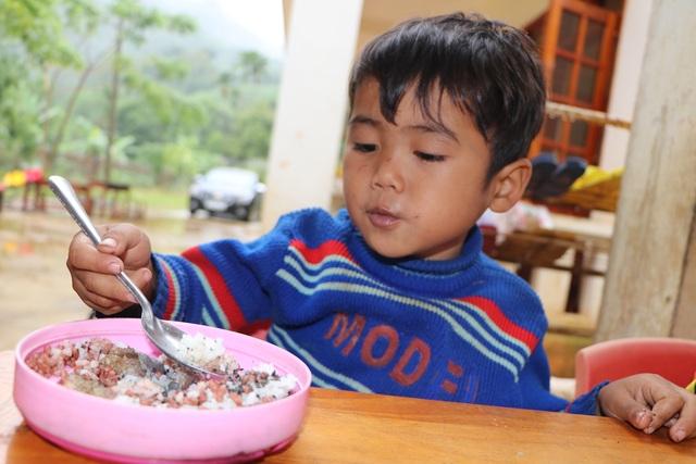 Xót xa bữa cơm với muối của học sinh vùng cao - 6