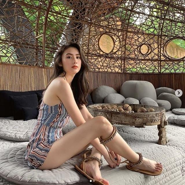 Hot girl Lào gốc Việt đẹp không tỳ vết, khoe thân hình vạn người mê - 1