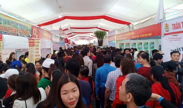 Khoảng 7.000 công nhân dự Ngày hội công nhân - Phiên chợ nghĩa tình  - 3