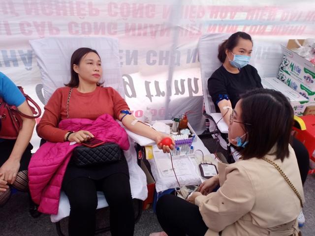 Khoảng 7.000 công nhân dự Ngày hội công nhân - Phiên chợ nghĩa tình  - 8