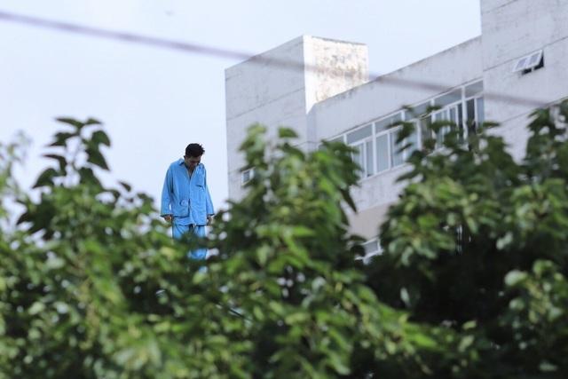 Thanh niên định nhảy từ tầng 23 khách sạn lại gây náo loạn Bệnh viện Đà Nẵng - 2