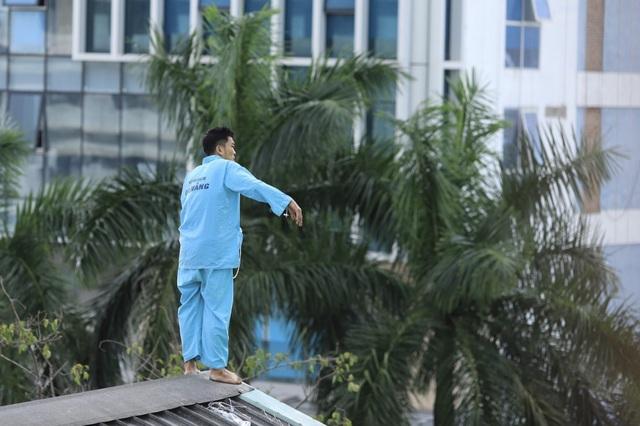 Thanh niên định nhảy từ tầng 23 khách sạn lại gây náo loạn Bệnh viện Đà Nẵng - 4