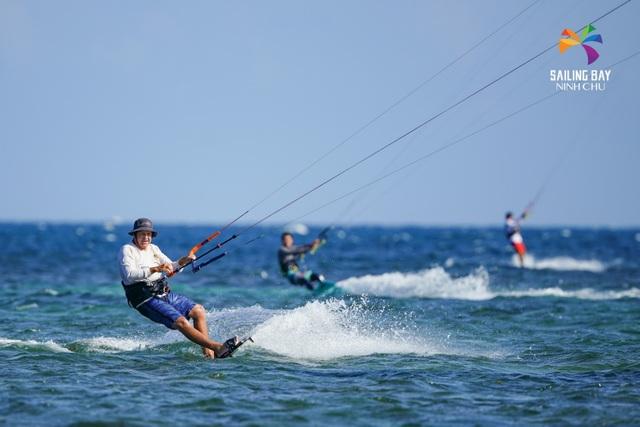 """""""Đại tiệc"""" lướt ván diều quốc tế tại biển Ninh Chữ - 1"""