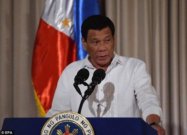 Tổng thống Philippines nói từng ném xác nhiều trùm ma túy xuống biển và khe núi - 1
