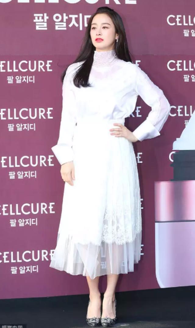 """Lộ nếp nhăn đuôi mắt, Kim Tae Hee vẫn được khen xinh đẹp """"không góc chết"""" - 11"""