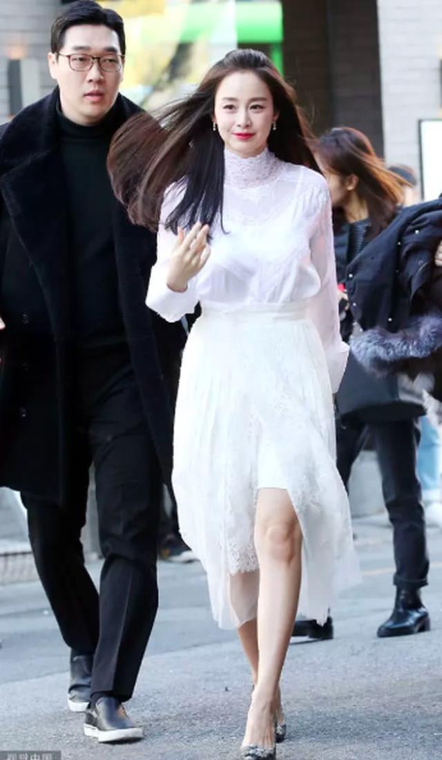 """Lộ nếp nhăn đuôi mắt, Kim Tae Hee vẫn được khen xinh đẹp """"không góc chết"""" - 7"""