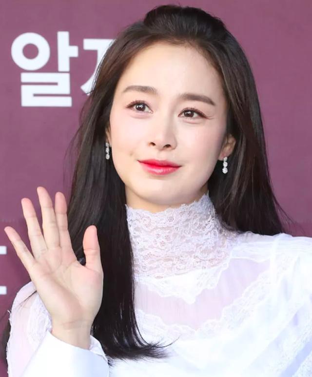 """Lộ nếp nhăn đuôi mắt, Kim Tae Hee vẫn được khen xinh đẹp """"không góc chết"""" - 5"""