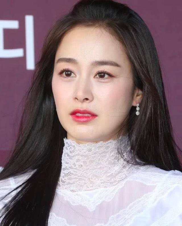 """Lộ nếp nhăn đuôi mắt, Kim Tae Hee vẫn được khen xinh đẹp """"không góc chết"""" - 2"""