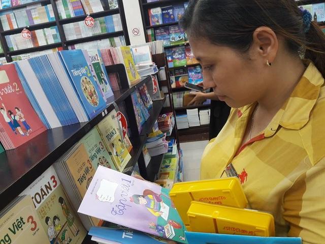 TPHCM: Trường học phải mua đủ 32 đầu SGK Bộ GD-ĐT công bố - 2