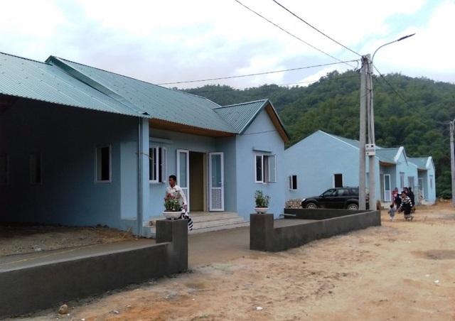 Bản làng vùng biên từng bị lũ cuốn trôi đã có khu tái định cư đẹp như tranh - 4