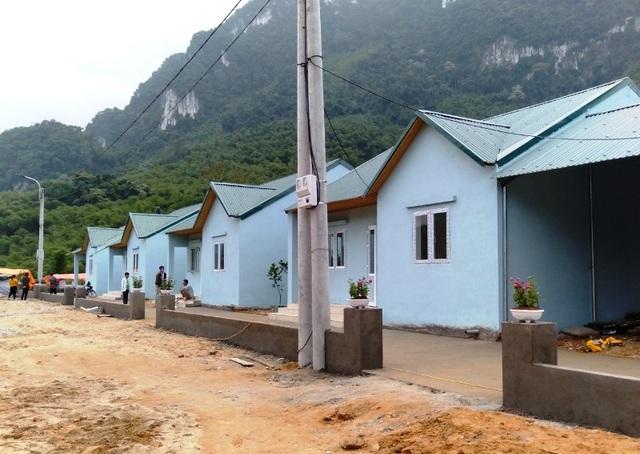 Bản làng vùng biên từng bị lũ cuốn trôi đã có khu tái định cư đẹp như tranh - 9