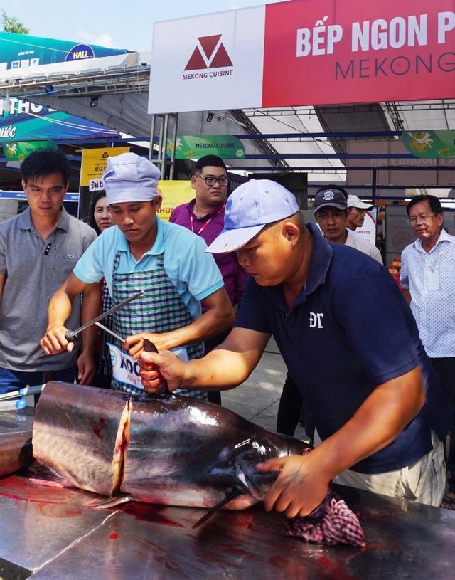 Cá tra sông 30kg được chế biến 30 món ở Hội chợ du lịch quốc tế Cần Thơ - 3