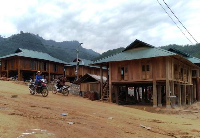 Bản làng vùng biên từng bị lũ cuốn trôi đã có khu tái định cư đẹp như tranh - 7
