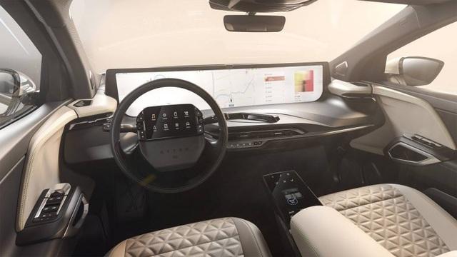 Không còn chạy đua mã lực, các hãng so kè kích cỡ màn hình trên xe - 3