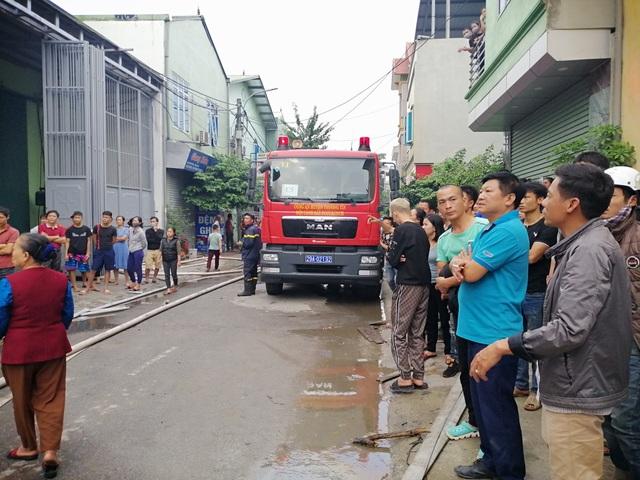 Hà Nội: Cháy lớn tại khu xưởng 1.000m2 ở làng nghề chăn ga gối nệm - 3