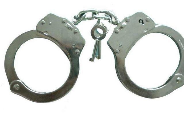 Kẻ trốn truy nã 26 năm vẫn điềm nhiên giữ chức Chánh văn phòng tòa án huyện - 1