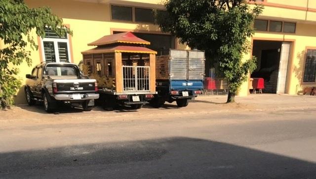 Quảng Bình: Dân ngao ngán vì trại hòm nằm... chềnh ềnh giữa phố! - 3