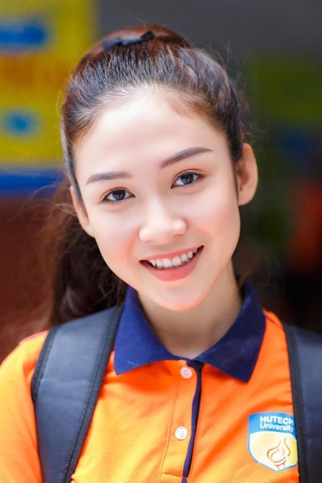 Nữ sinh 18 tuổi xinh đẹp là hoa khôi, MC đài truyền hình quốc gia - 1