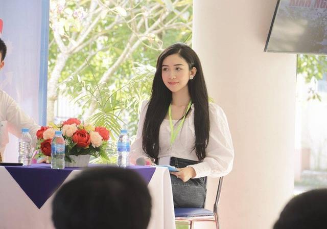 Nữ sinh 18 tuổi xinh đẹp là hoa khôi, MC đài truyền hình quốc gia - 4