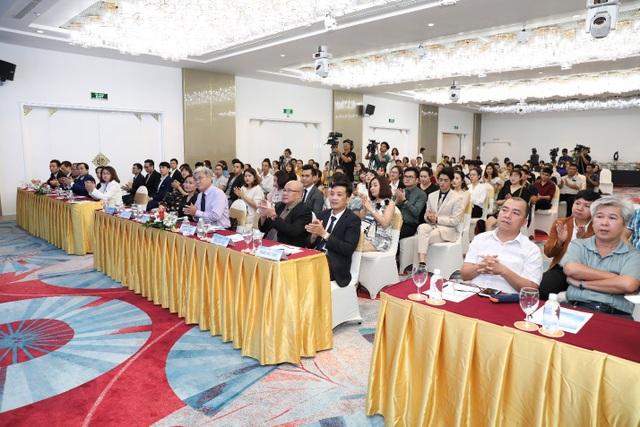 """Hơn 100 chuyên gia, bác sĩ có mặt tại hội thảo khoa học """"An toàn trong phẫu thuật thẩm mỹ"""" - 3"""