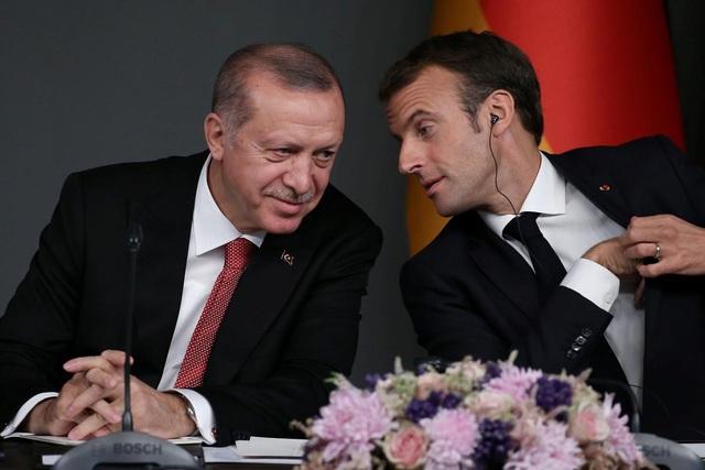 """Pháp nổi giận vì Tổng thống Thổ Nhĩ Kỳ ví ông Macron """"chết não"""" - 1"""