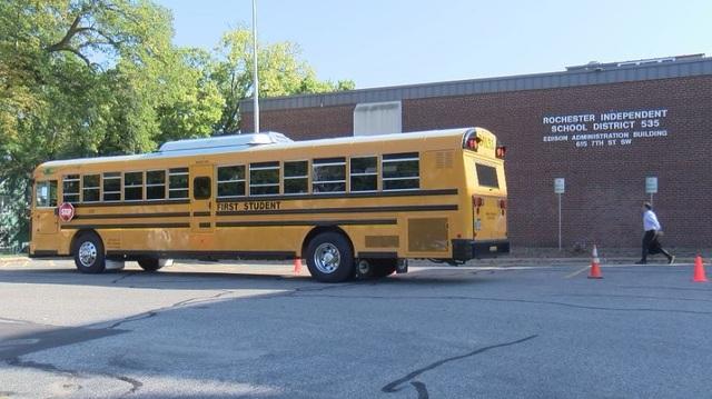Thành phố đầu tiên của Mỹ thử nghiệm xe bus trường học chạy bằng điện - 1
