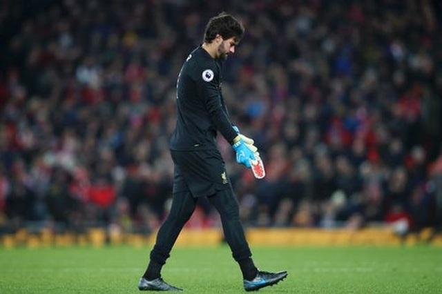 Liverpool 2-1 Brighton: Tấm thẻ đỏ tai hại của Alisson - 1