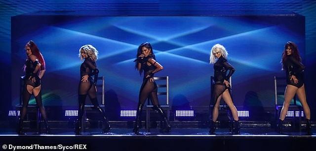 Choáng váng với trang phục diễn của Nicole Scherzinger - 1