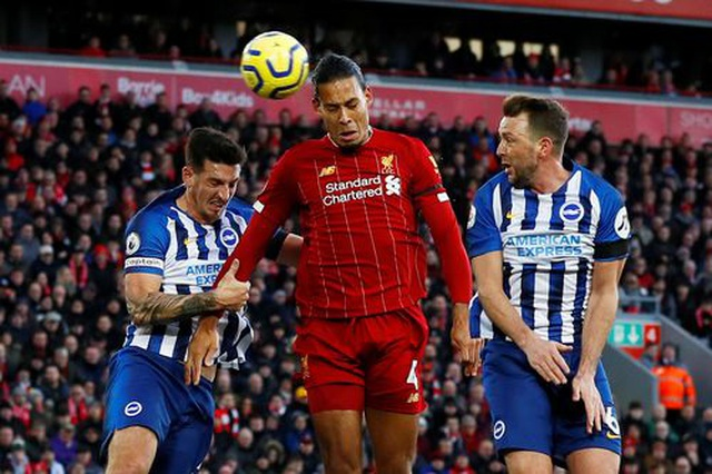 Liverpool 2-1 Brighton: Tấm thẻ đỏ tai hại của Alisson - 3