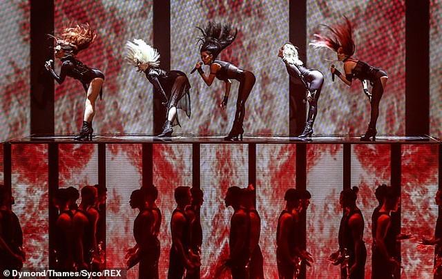 Choáng váng với trang phục diễn của Nicole Scherzinger - 3