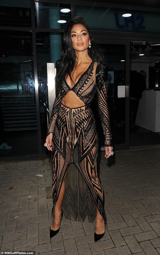 Choáng váng với trang phục diễn của Nicole Scherzinger - 7