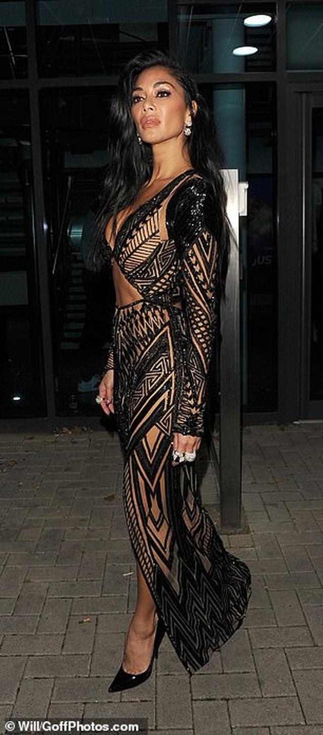 Choáng váng với trang phục diễn của Nicole Scherzinger - 8
