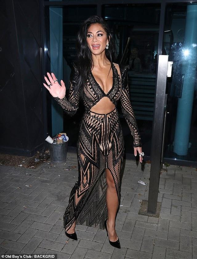 Choáng váng với trang phục diễn của Nicole Scherzinger - 5