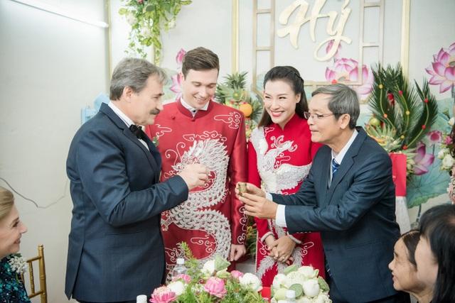 Vợ chồng Hoàng Oanh cấp cứu trước ngày cưới, xúc động trao nhầm nhẫn trong Lễ vu quy - 15