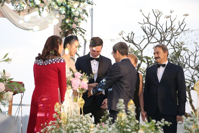 """Trường Giang, Nhã Phương xúc động trong đám cưới """"có một không hai"""" của Hoàng Oanh - 8"""