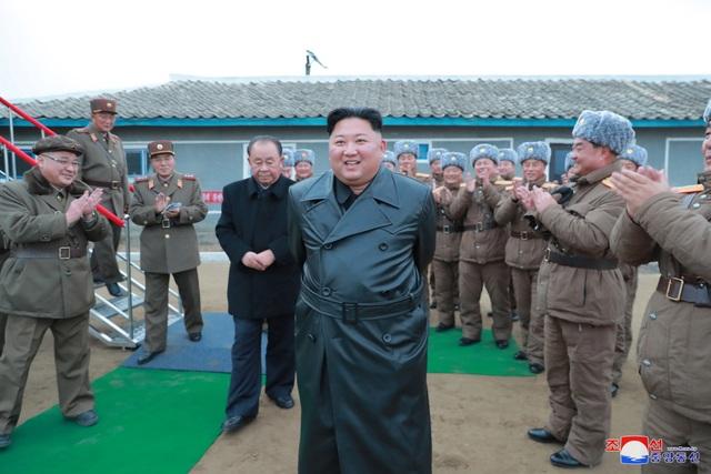 """""""Giải mã"""" phong cách thời trang mới của ông Kim Jong-un - 1"""
