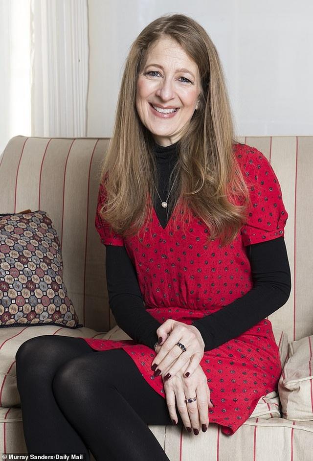 Nữ nhà báo Anh tiết lộ lý do ủng hộ cả ba con không vào đại học - 1