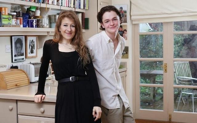 Nữ nhà báo Anh tiết lộ lý do ủng hộ cả ba con không vào đại học - 2