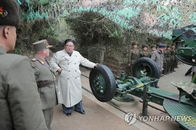 """""""Giải mã"""" phong cách thời trang mới của ông Kim Jong-un - 2"""