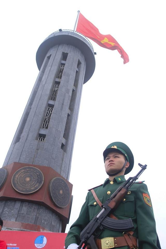 Lễ chào cờ đặc biệt tại cột cờ Lũng Cú mang thông điệp của 150.000 thanh niên - 6