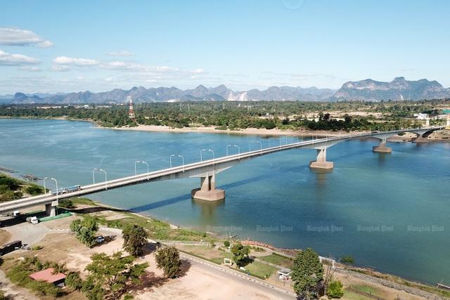 Nước sông Mekong đột nhiên đổi sang màu lạ - 1