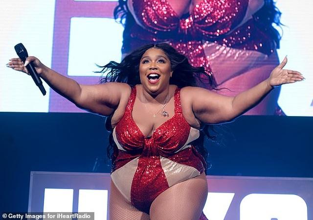 Ca sĩ giành 8 đề cử Grammy tự tin khoe thân hình ngoại cỡ - 1