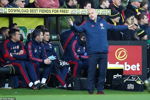 Norwich 2-2 Arsenal: Thay tướng chưa đổi vận - 3