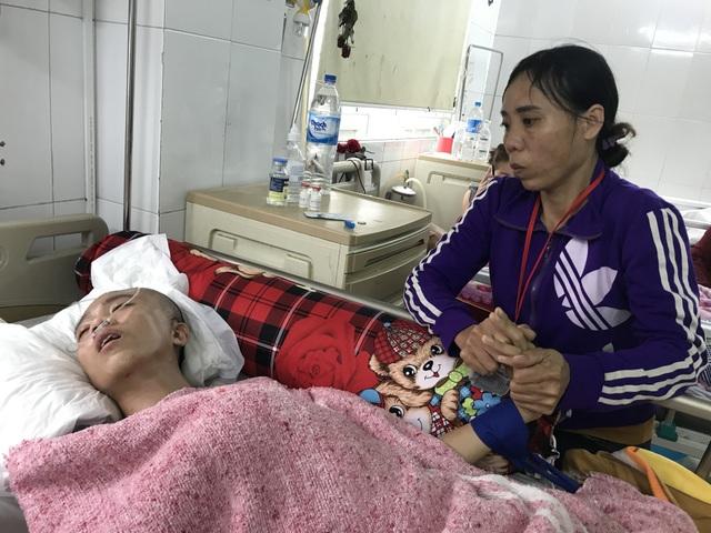 Người mẹ nghèo đơn thân nghẹn ngào nhìn con trai hiếu thảo thoi thóp trên giường bệnh - 4