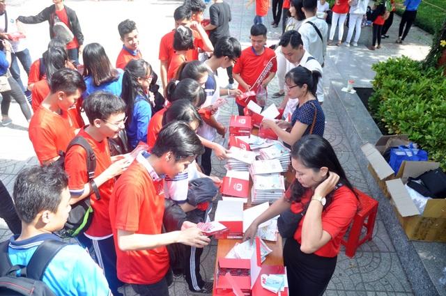 Sinh viên hành động thiết thực phòng, chống HIV/AIDS - 4
