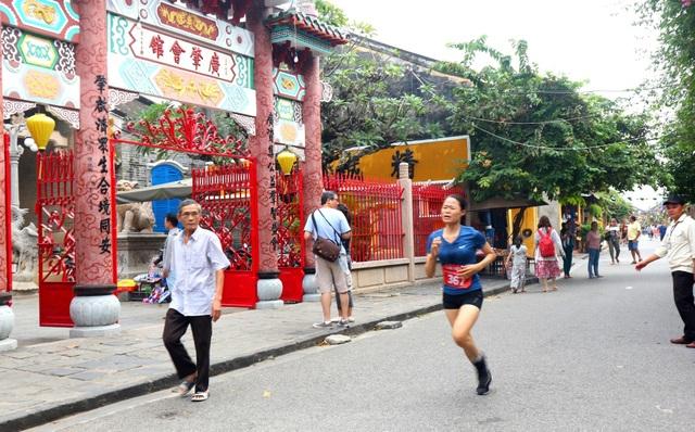 """Đông đảo người dân và du khách chạy vì Di sản Văn hóa thế giới Hội An"""" - 7"""